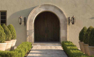 Stucco traditional-entry